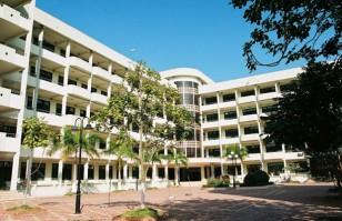 Sân trường Đại học Giáo dục Đại học quốc gia Hà Nội