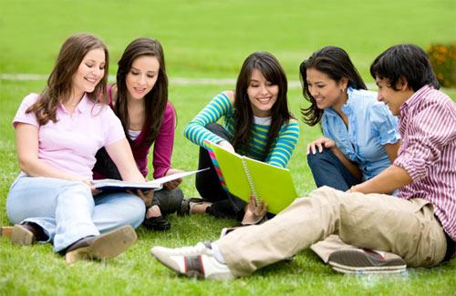 Trao đổi bài học cùng bạn bè giúp bạn học tốt hơn